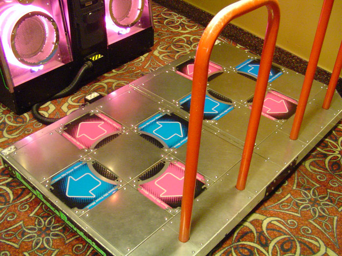 Dance_Dance_Revolution_4thMix_Plus_arcade_machine_stage
